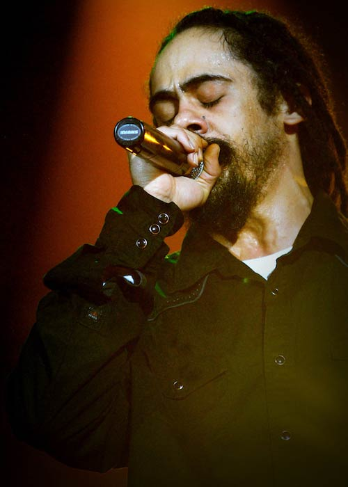 Damian Marley singing at Castillo Marroquín, Bogotá in November 2011