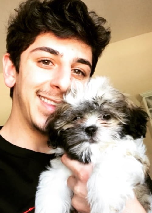 FaZe Rug in a selfie with his dog in October 2017
