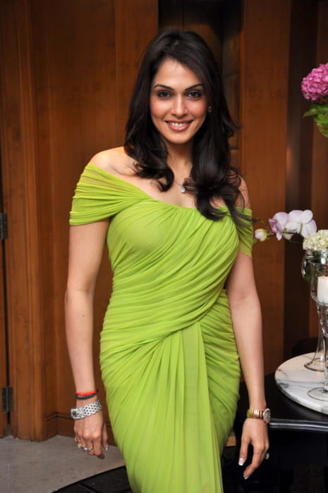 Isha Koppikar at her birthday celebrations in 2013