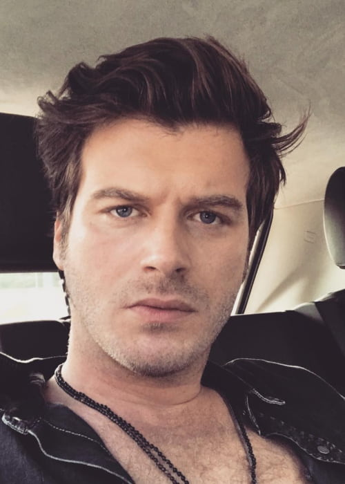 Kıvanç Tatlıtuğ in an Instagram selfie as seen in June 2017