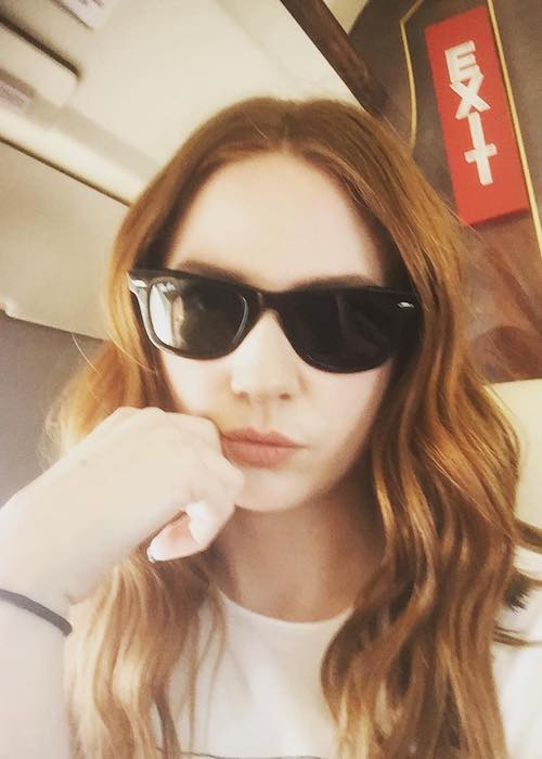Karen Gillan in black sunglasses in March 2017 selfie