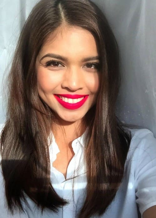 Maine Mendoza in an Instagram selfie as seen in November 2015