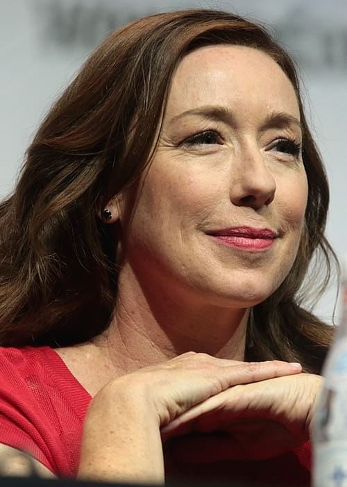 Molly Parker speaking at the 2018 Wonder Con