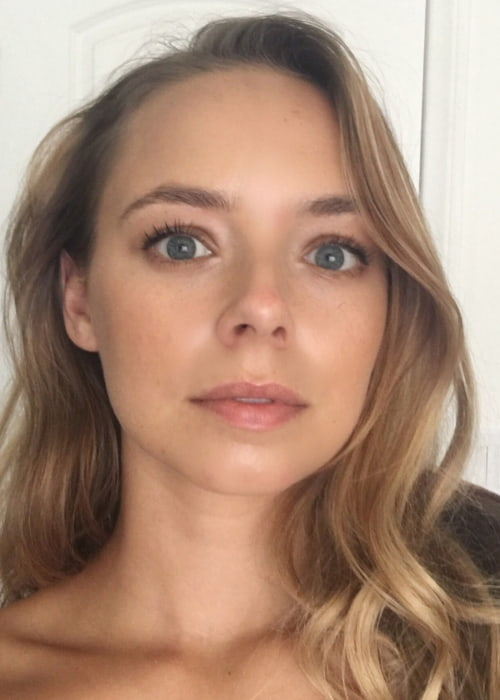 Sacha Parkinson in an Instagram selfie as seen in March 2018