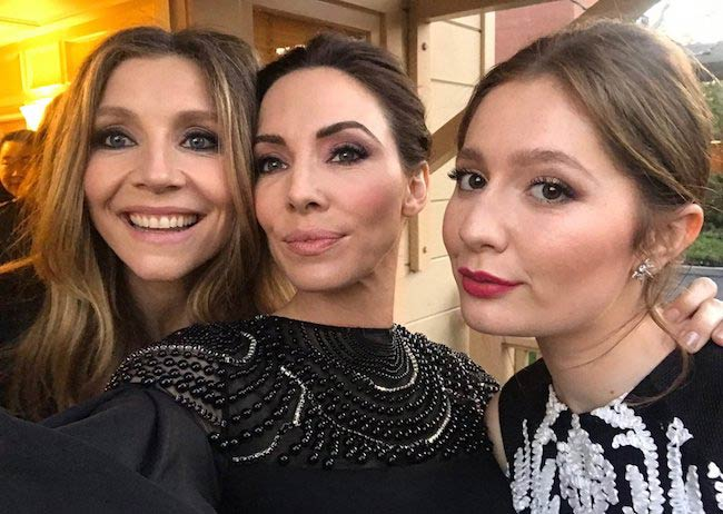 Sarah Chalke (Left) with Whitney Cummings (Center) and Emma Kenney in March 2018