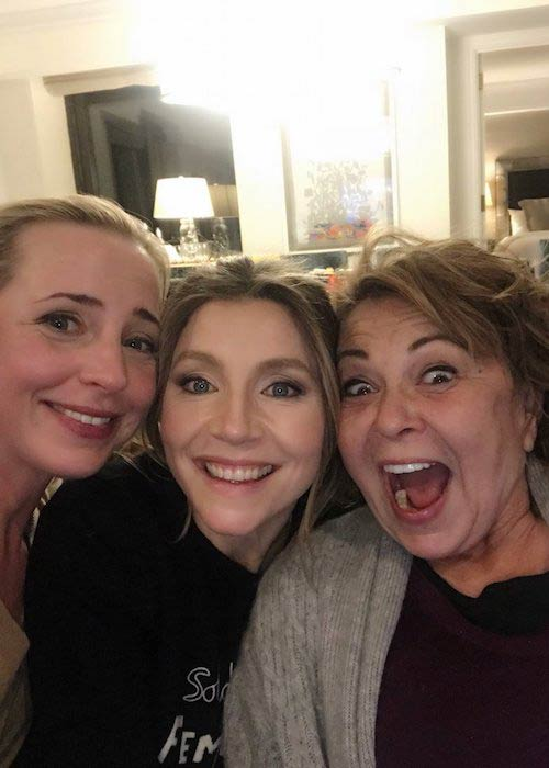 Sarah Chalke (Center) in a picture taken in March 2018
