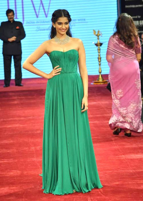 Sonam Kapoor at IIJW 2012 inauguration