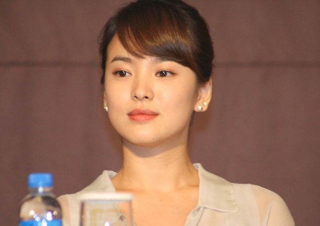 Song Hye-kyo in Worlds Within production presentation in 2008
