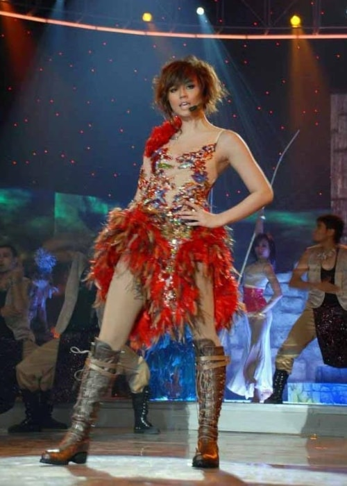 Agnez Mo performing at Asian Idol in 2007