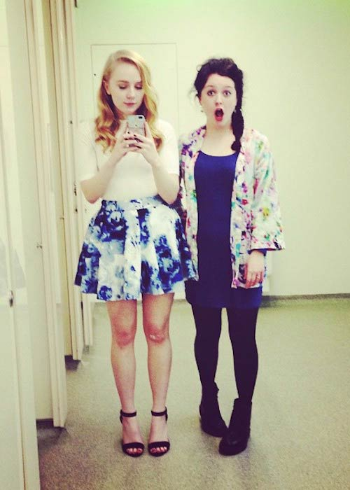 Alexa Davies in a mirror selfie with a friend in March 2015
