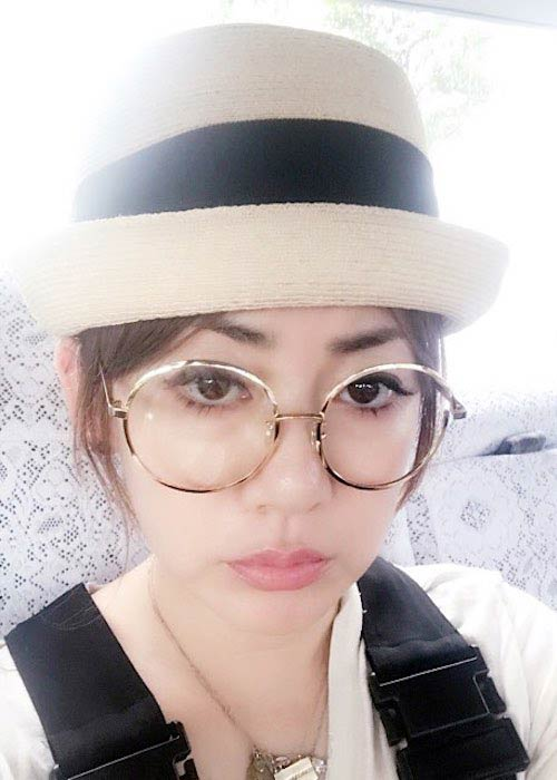Ami Onuki wearing spectacles in September 2017