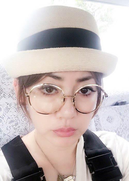 Ami Onuki wearing spectacles in September 2017