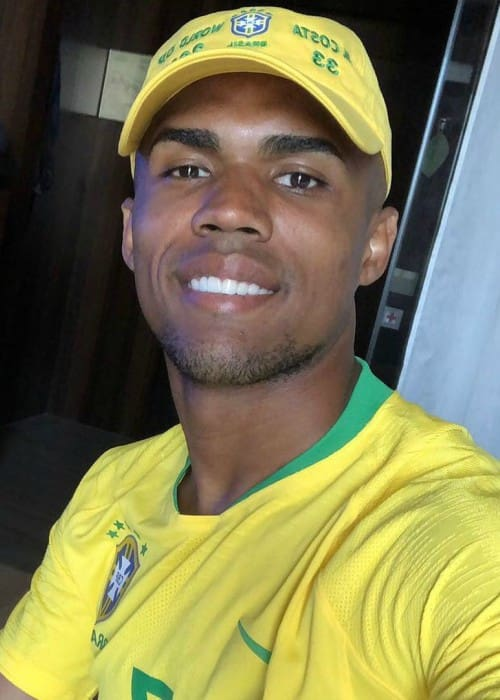 Douglas Costa in an Instagram selfie as seen in June 2018