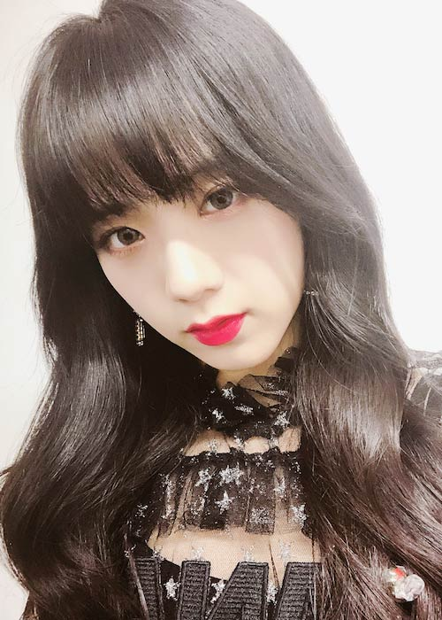 Jisoo looking cute in black dress in this 2018 selfie