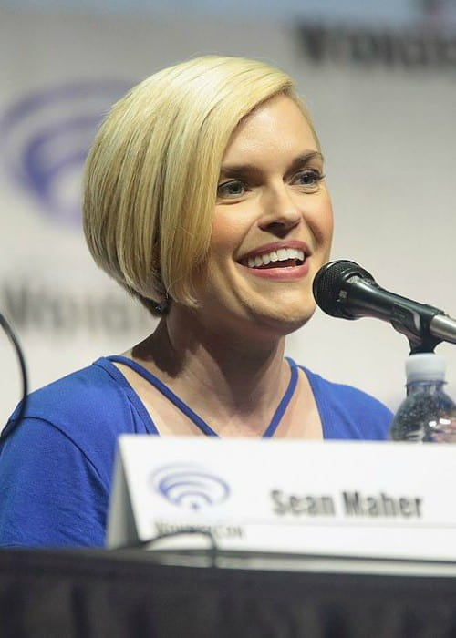 Kari Wahlgren speaking at the 2017 WonderCon