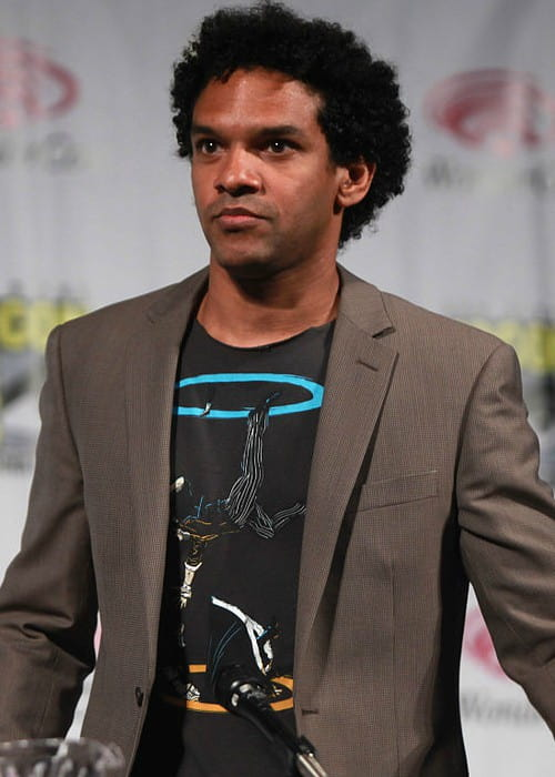 Khary Payton speaking at the 2014 WonderCon