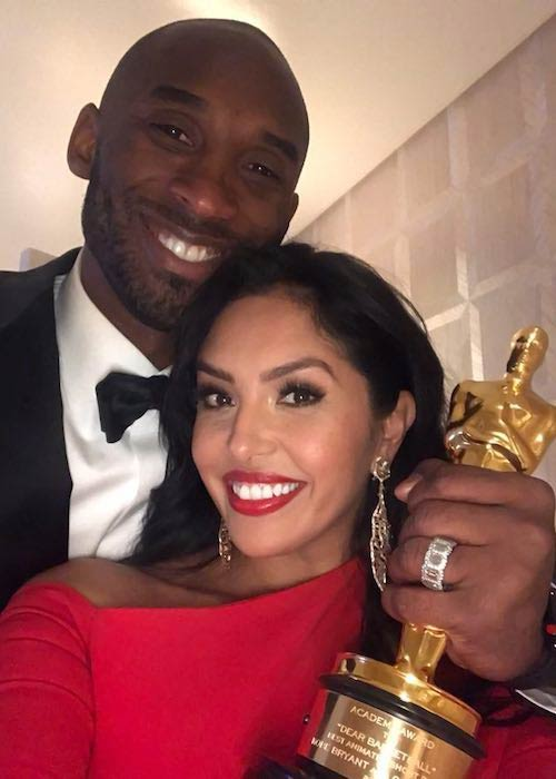 Kobe Bryant with wife Vanessa Laine Bryant holding Oscar award in 2018