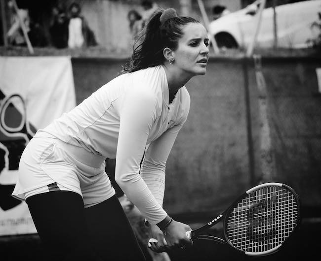 Laura Robson waiting for a shot in a match in March 2018