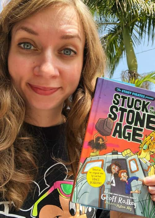Lauren Lapkus promoting the book Stuck in the Stone Age in a selfie in April 2018