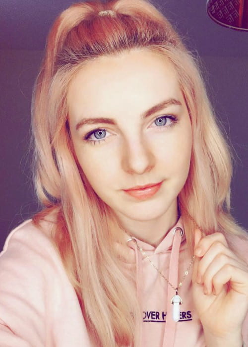 Lizzie LDShadowLady in an Instagram selfie as seen in June 2018