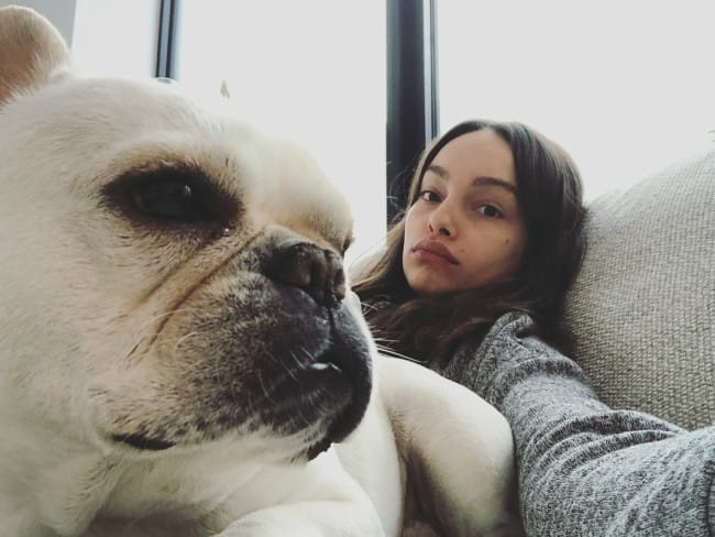 Luma Grothe in a selfie with her dog in March 2018