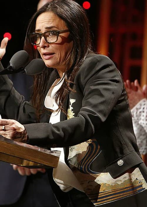 Pamela Adlon accepting an award at The 76th Annual Peabody Awards Ceremony in May 2017