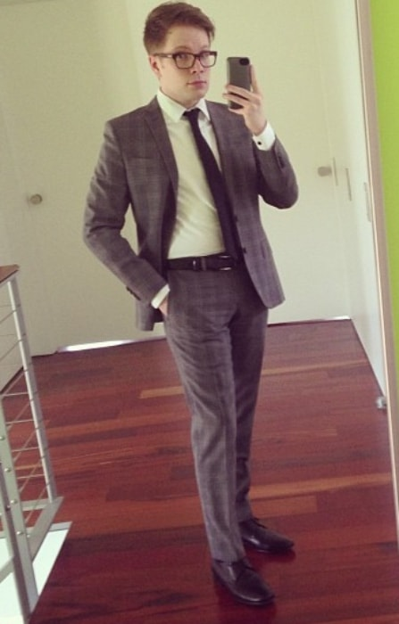 Patrick Stump in a suited-up mirror selfie in April 2013