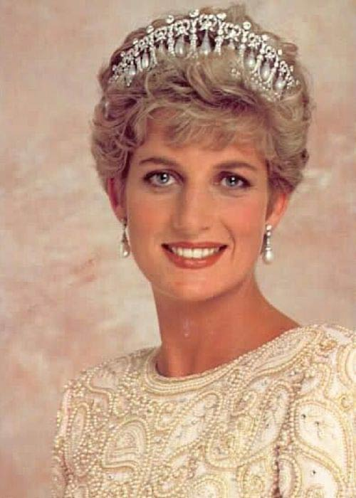 Princess Diana looking beautiful in her crown