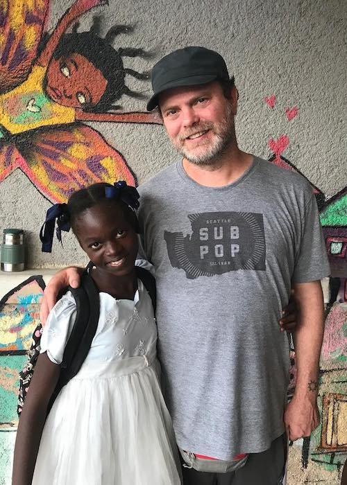 Rainn Wilson with a kid named Yusemika from BSEIPH handicap program at Gonaïves, Haiti in November 2017