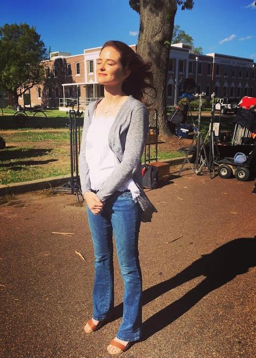 sarah drew height weight age body statistics   healthy