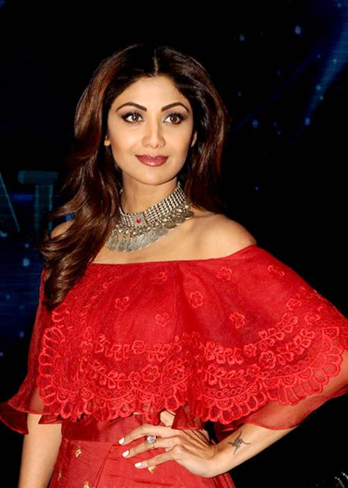 Shilpa Shetty on the set of Indian Idol in 2017