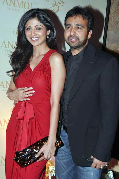Shilpa Shetty with hubby Raj Kundra at Anmol Jewellers' 25th anniversary bash at Grand Hyatt, Mumbai
