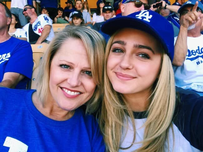 Sophie Reynolds in a selfie with her mother in May 2018