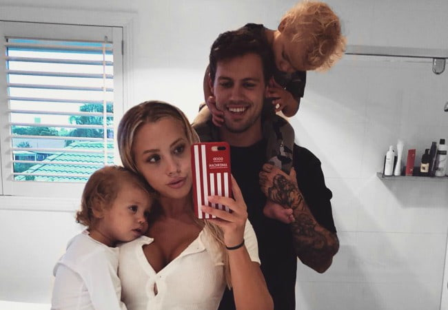 Tammy Hembrow in a selfie with her family as seen in January 2018
