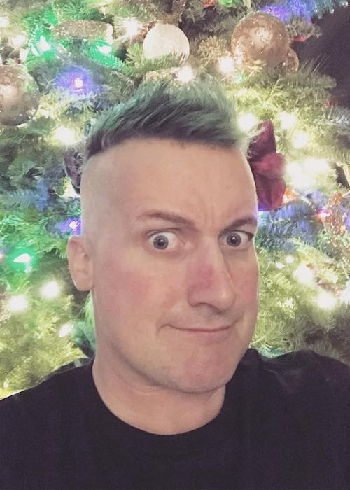 Tré Cool in green highlighted hair in December 2017