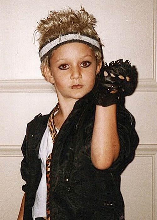 Young Sara Gilbert