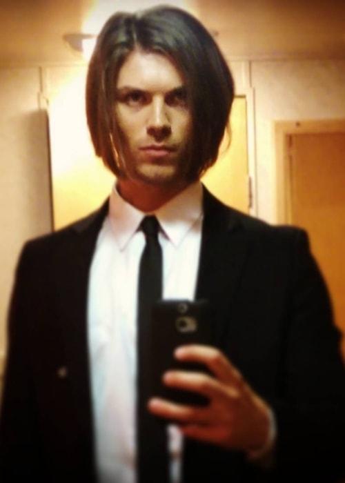 Amadeus Serafini sporting a dapper look in a mirror selfie in August 2016