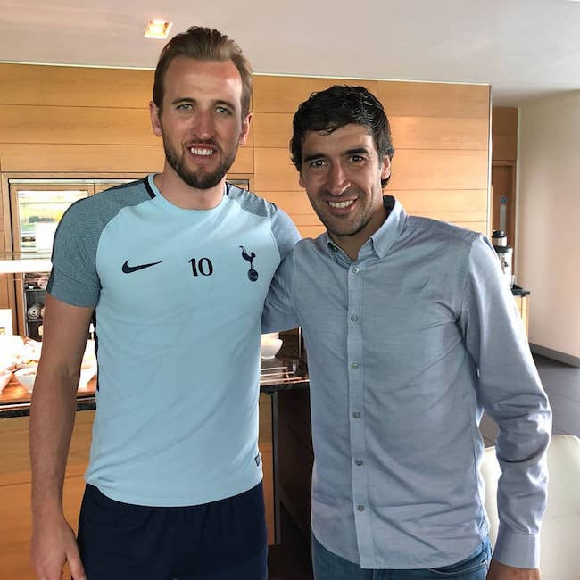 Harry Kane with former Spanish footballer Raúl González in May 2018