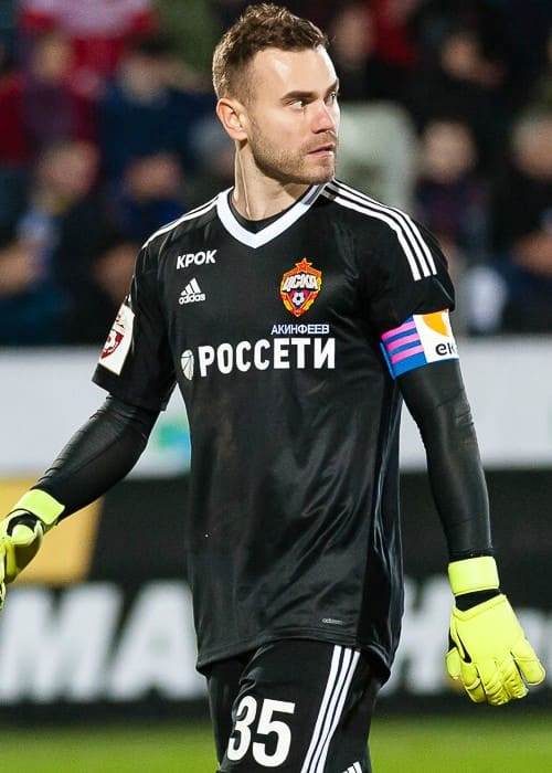 Igor Akinfeev during a match in April 2018