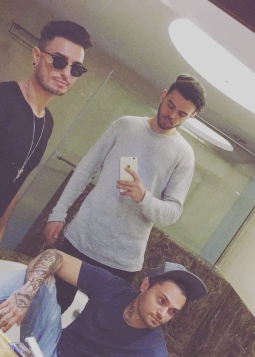 James Yammouni in a mirror selfie with Faydee (Left) and Ronnie (Right) in August 2017