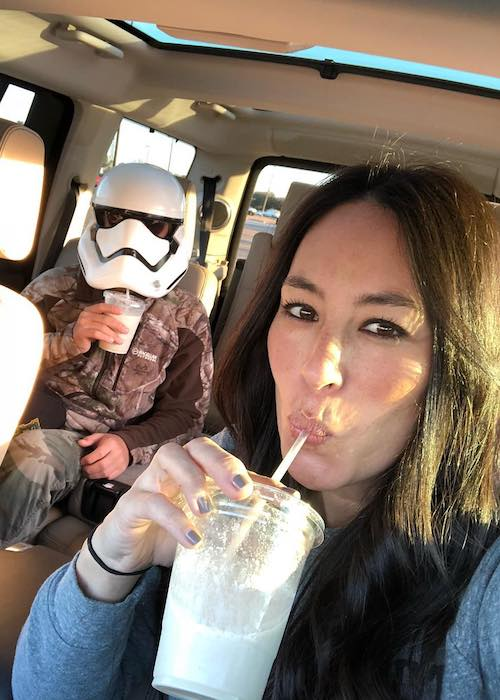 Joanna Gaines drinking Common Grounds coffee in January 2018