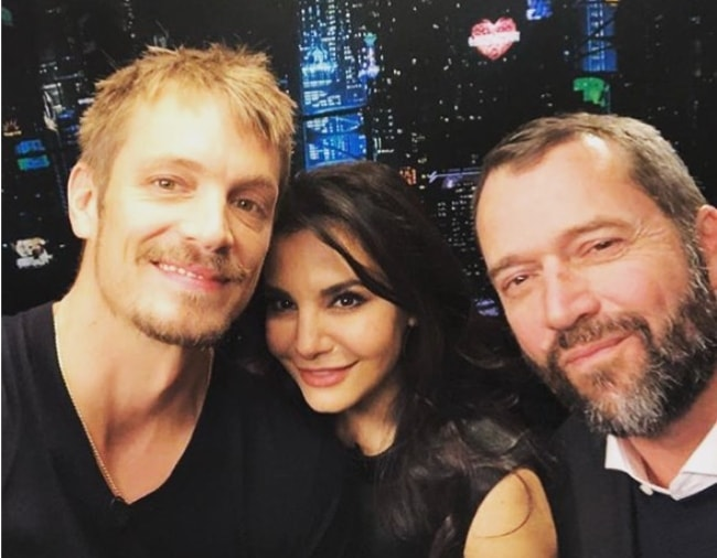 Martha Higareda in a selfie with James Purefoy (Right) and Joel Kinnaman (Left) in January 2018