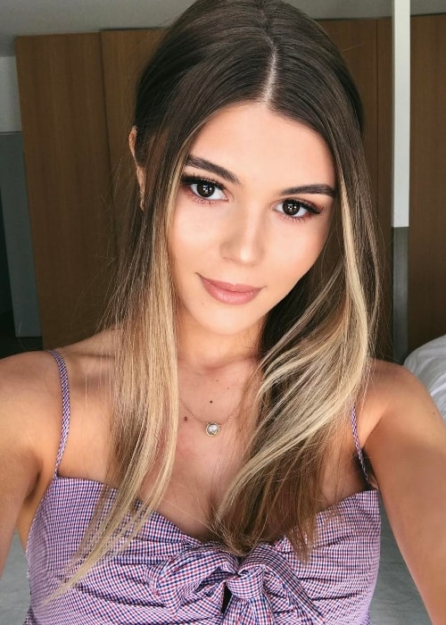 Olivia Jade Giannulli in a selfie justifying her enchanting beauty in March 2017