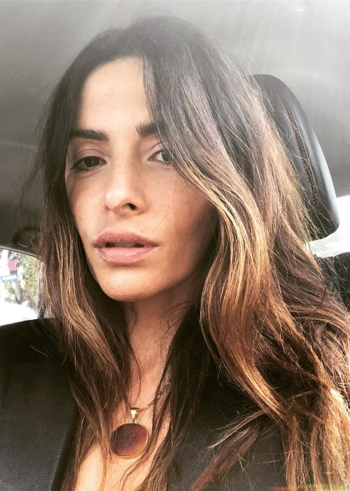 Sarah Shahi sporting her mother's necklace in a selfie in June 2018