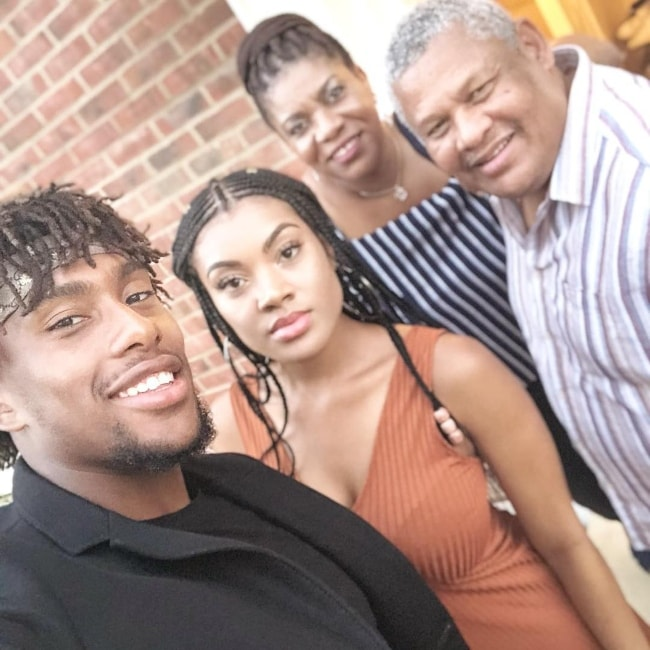 Alex Iwobi in a selfie with his family in August 2018