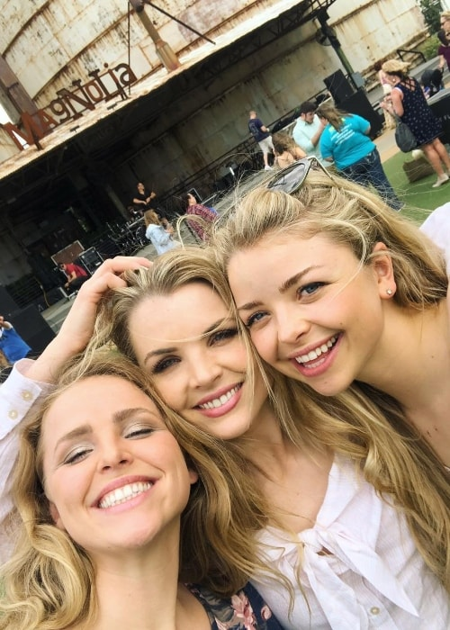 Andrea Boehlke with her sisters Sharla Boehlke (Right) and Sabrina (Left) in Waco, Texas in April 2018