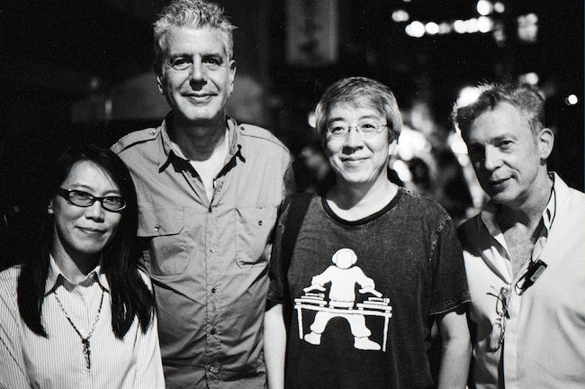 Anthony Bourdain with fans after the dinner at Taipei in 2012
