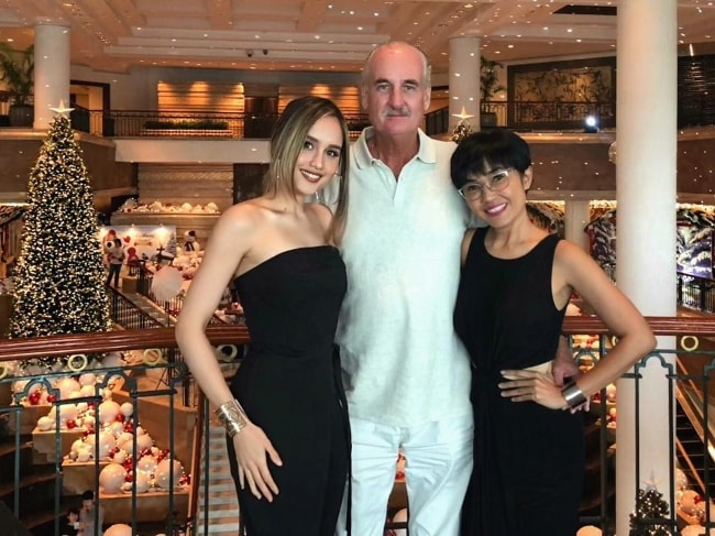 Cinta Laura (Left) with her family members at Grand Hyatt Jakarta in December 2017