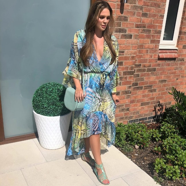 Danielle Lloyd looking stunningly graceful in August 2018