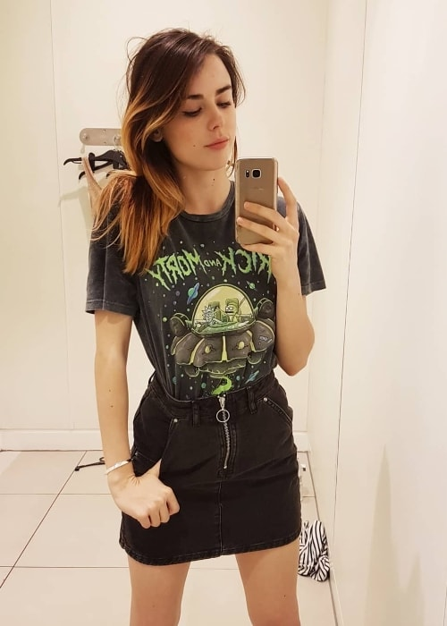 Danielle Sharp as seen in a mirror selfie in April 2018
